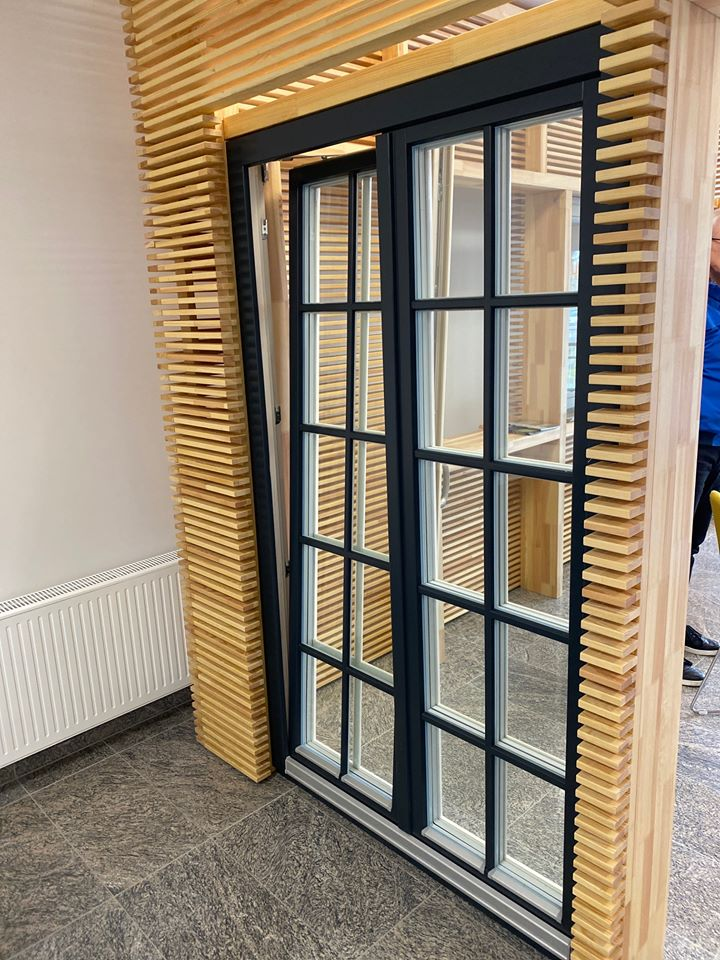 Mediniai langai, mediniu langu gamyba Zyle Fenster mediniu langu ekspozicija - ofisas Kaune zylefenster (1)